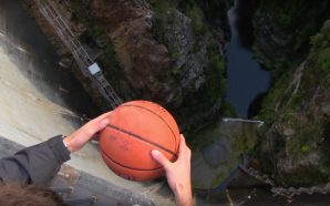 Watch the magnus effect thanks to a basketball ball thrown…